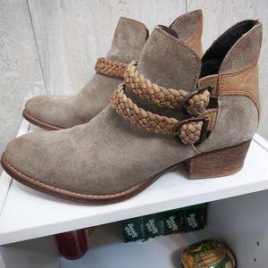 Womans Boots Size 8